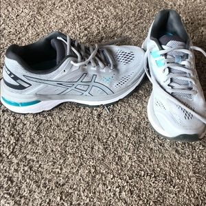 ASICS GT 2000 7, size 7 women's running shoe